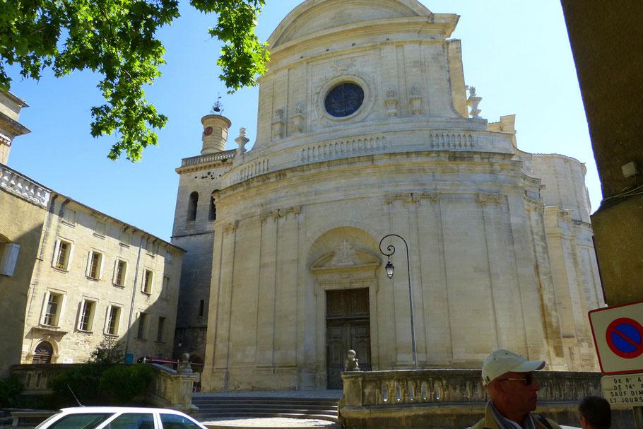 Bild: Église Saint-Étienne aus dem 18. Jh. mit Kirchturm in Uzès