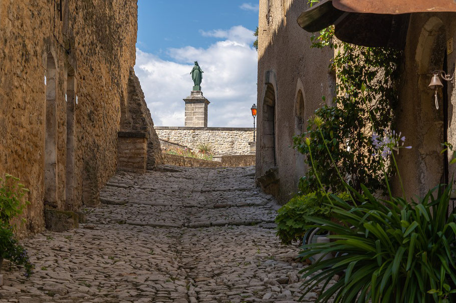 Bild: Rue de l´Église in Dauphin, Alpes de Haute Provence