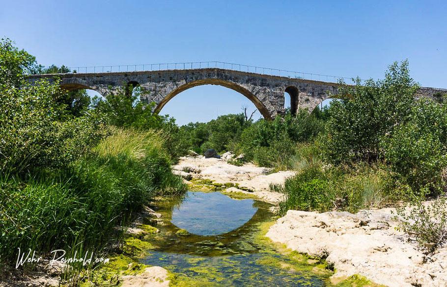 Bild: Pont Julien vor Bonnieux