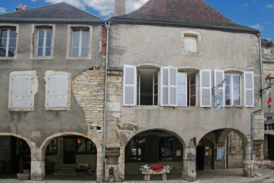 Bild: Am Place de l´Hôtel de Ville in Noyers-sur-Serein