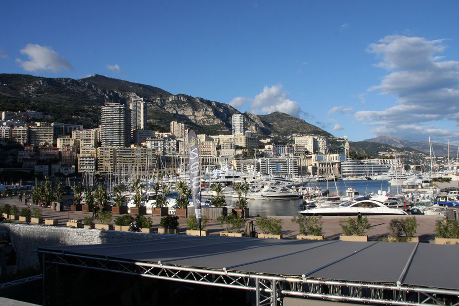 Bild: Monaco vom Hafen aus gesehen