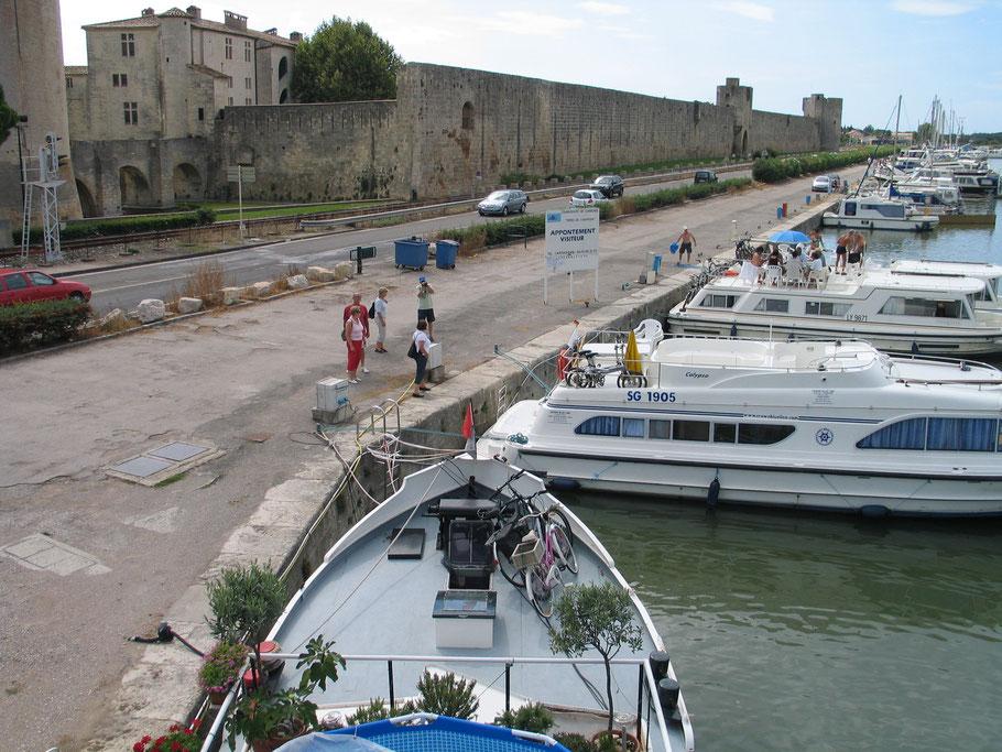 Bild: Im Hafen von Aigues-Mortes