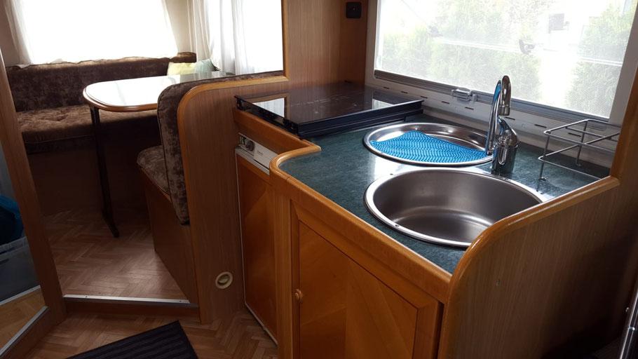 nebensaison g nstige wohnmobil vermietung haustiere erlaubt. Black Bedroom Furniture Sets. Home Design Ideas