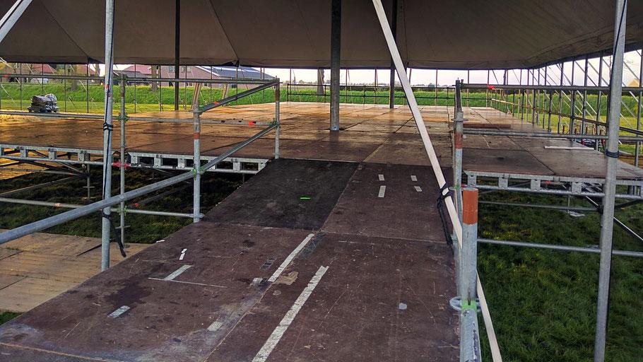 Podium, podia, layher, leuning, constructie, trap, loading dock, podiumtrap