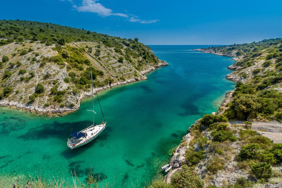 Segeln in Kroatien ist ein tolles Abenteuer für Vater und Sohn.