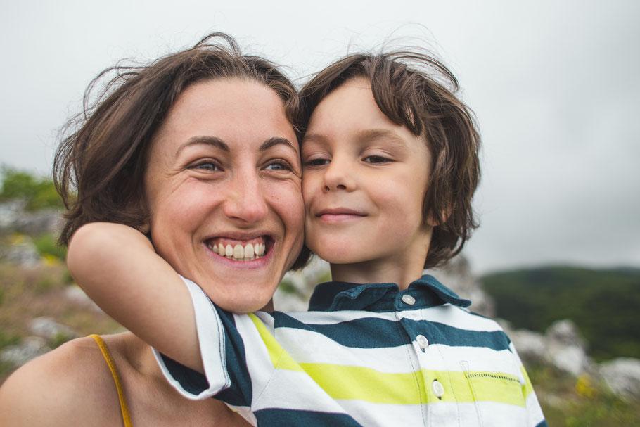 Mutterliebe im Mutter und Sohn Urlaub