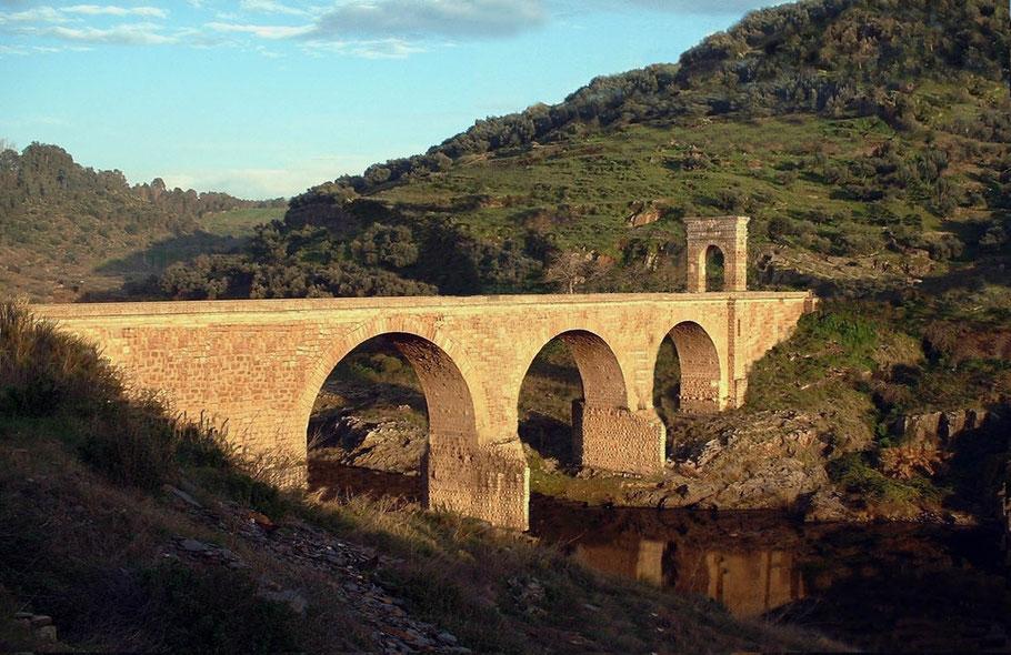 Reconstrucción artística del puente de Ad Fines en la época del relato, realizada por el autor.