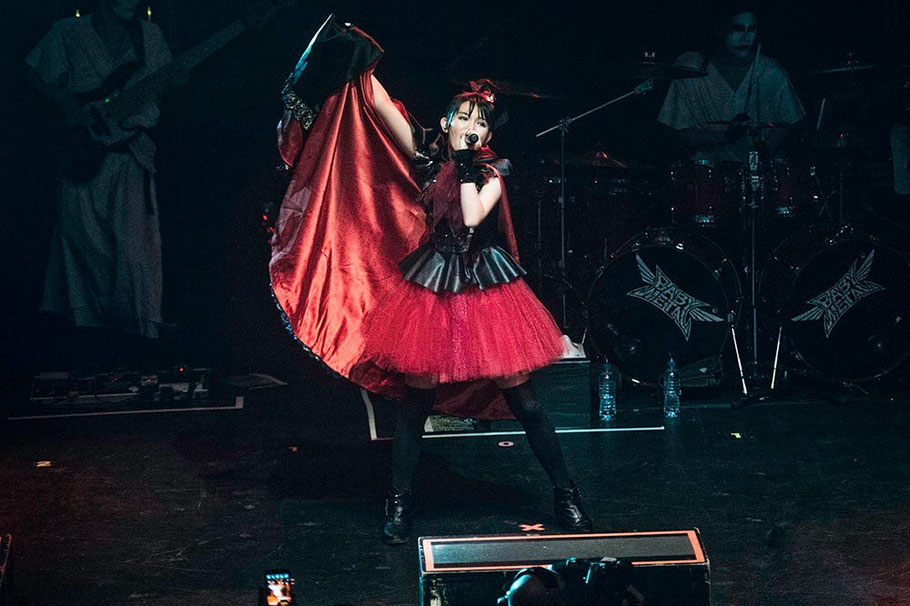 "Su-Metal performing Akatsuki at The Forum photo by Dana ""Distortion"" Yavin"