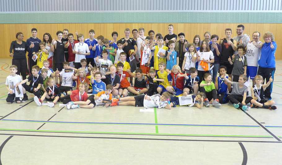 Gruppenfoto mit allen CampteilnehmerInnen