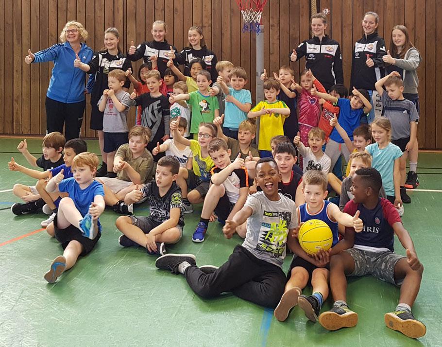 Gruppenbild der Trainingsgruppe MINIs des Brander TV Aachen – Jungen und Mädchen von 5 bis 10 Jahre