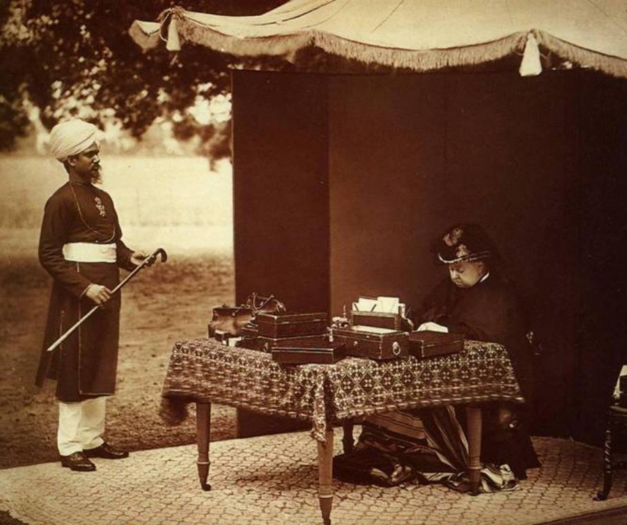 La regina Vittoria e Abdul Karim, suo amico e munshi (maestro)