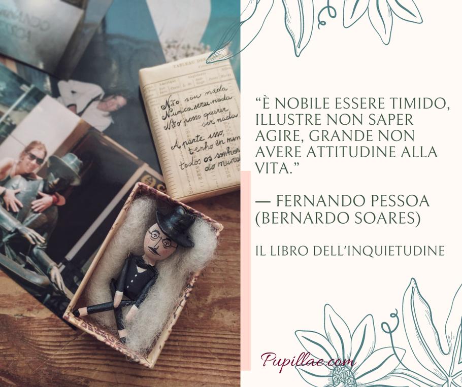 La mia scatolina letteraria dedicata a Fernando Pessoa con la mini doll e sulla scatola una frase di Tabaccheria in portoghese e la mappa di Lisbona.