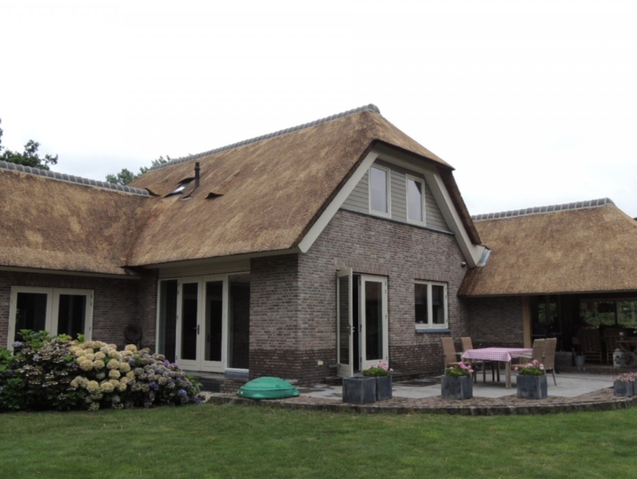 Hoogland rietdekker onderhoud scheren rieten dak anti mos anti
