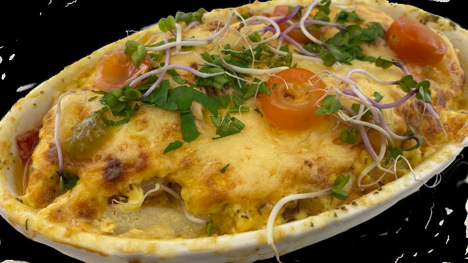 Mediterraner Spargelauflauf mit Garnelen und Mozzarella überbacken