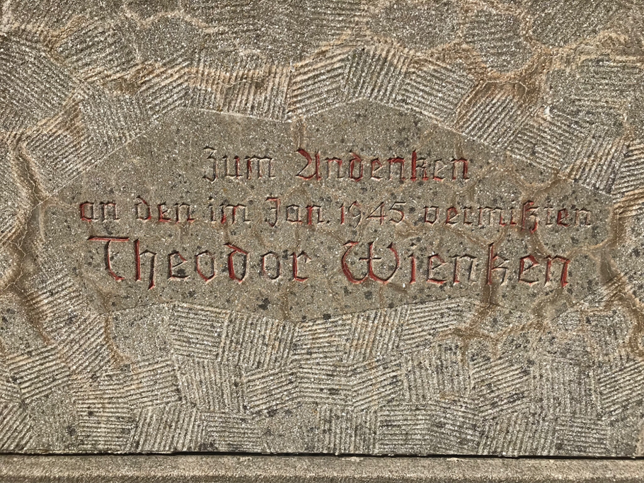 Inschrift Rückseite Hofkreuz