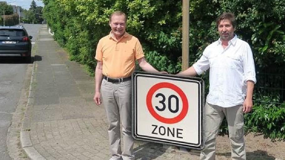 Freuen sich über die kommende 30er-Regelung: CDU-Pressesprecher Bernd Weiher und Ratsmitglied Robert Hüneburg (v.l.)  (Montage: CDU)