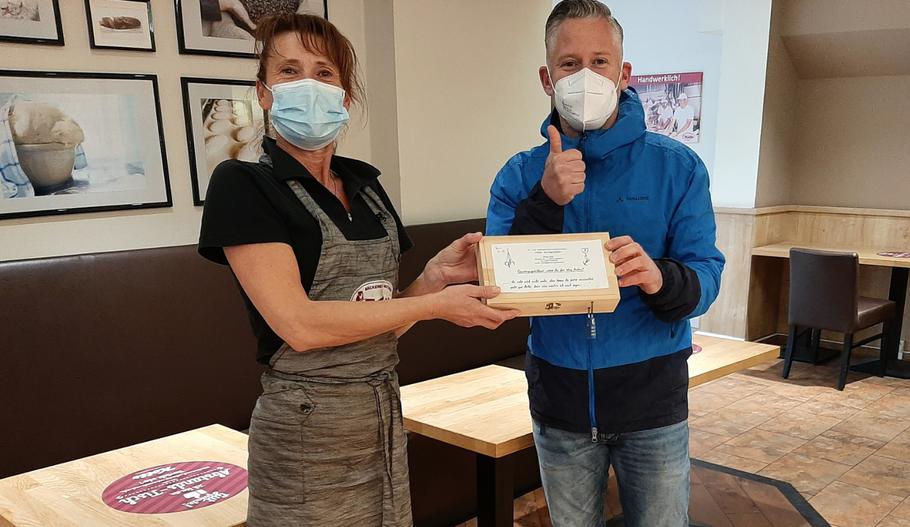 Juana, Teamleiterin der Familienbäckerei Kolls, unterstützte die Aktion von Philipp Wirtz