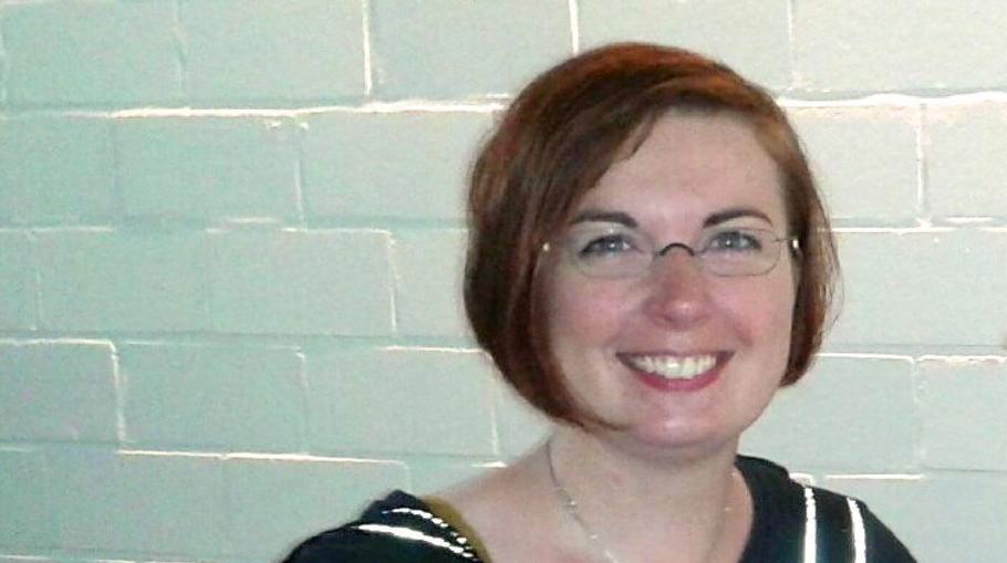 """Hannah Gleisner, Gleichstellungsbeauftragte der Stadt Quickborn, macht auf das Thema """"Gewalt gegen Frauen"""" aufmerksam"""