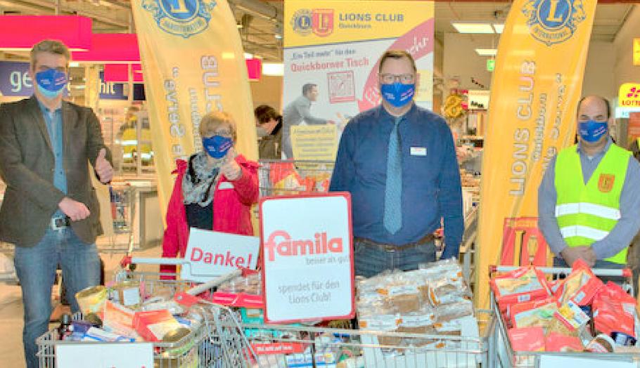 Freuten sich im November über den Erfolg der Aktion: Diakonie-Chef Christian Rohde (l.) famila-Chef Detlef Bösener (2.vr.) und Lions-Präsident Patan Yusufi (r.)