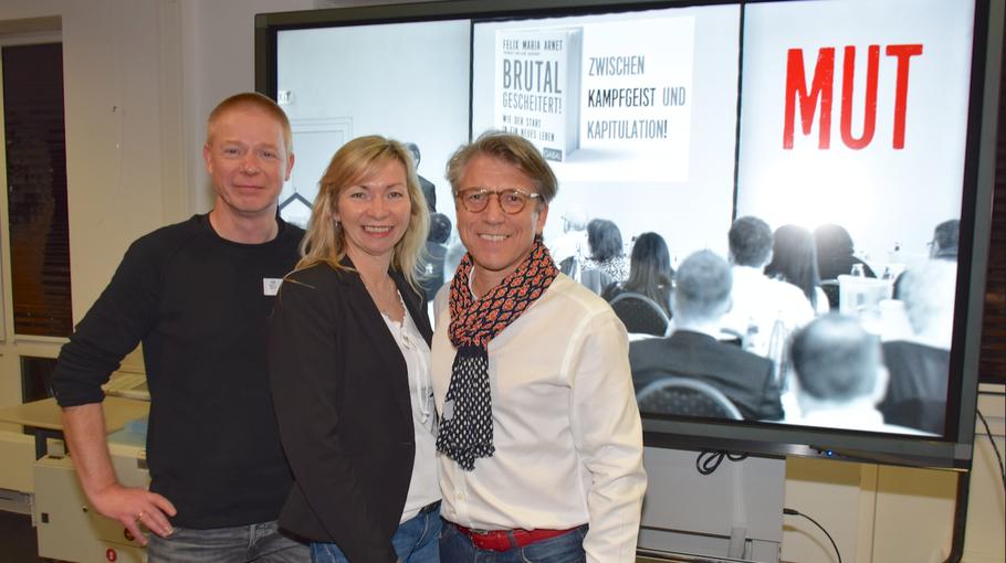 Zum Start der Resilienz-Veranstaltungen konnten Stadtbücherei-Leiter Klaus Fechner und VHS-Leiterin Anette Ehrenstein den Erfolgsautoren Felix Maria Arnet begrüßen
