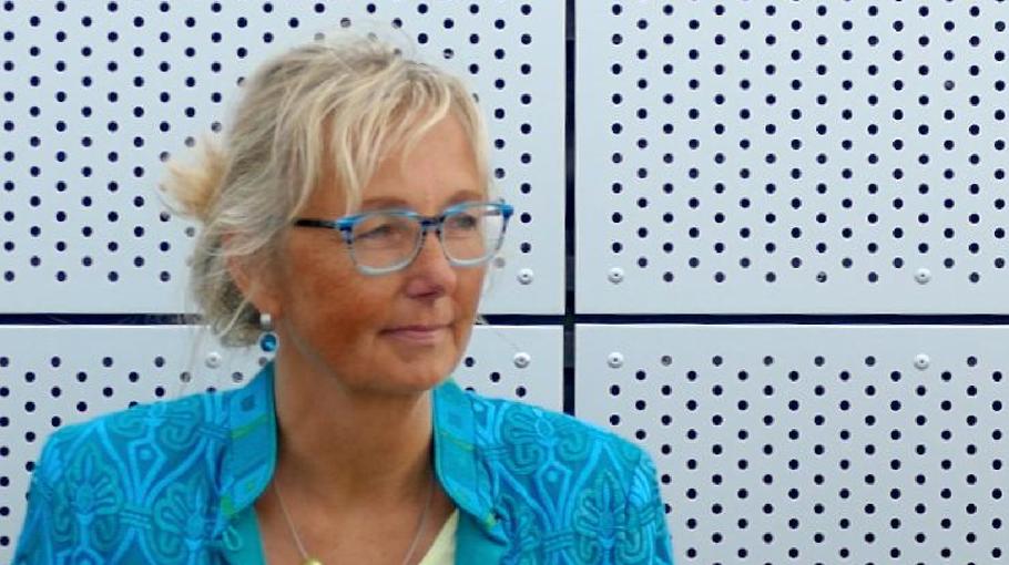 Stefanie Neruda, Leiterin der Freien Grundschule, berichtet über die Digitalisierung an ihrer Schule