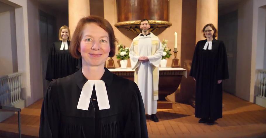 Pastorin Claudia Weisbarth (im Vordergrund) hat gemeinsam mit ihren Kolleginnen Caroline Raddatz und Nebi-Banek (v.l.) und ihrem Kollegen Florian Niemöller das Video produziert