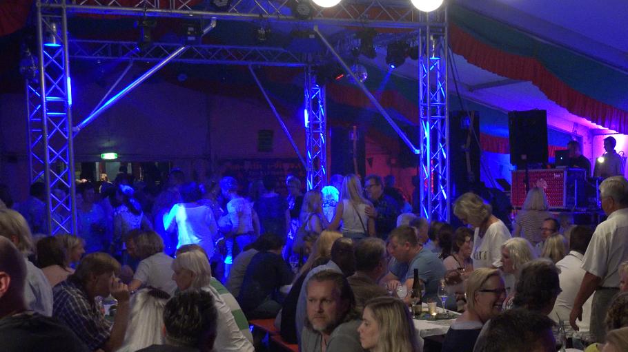Kam gut an: Die neue Licht- und Tontechnik beim Weinfest des Schützenvereins.