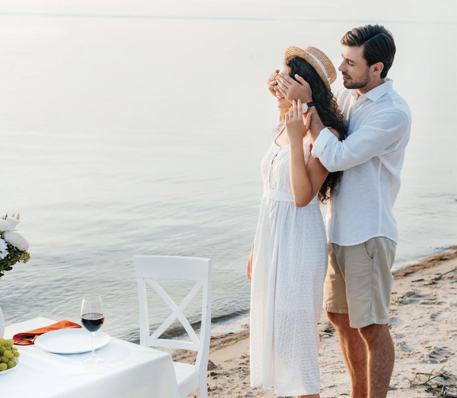 Eine deutsch-niederländische Romance mit der Frage: Wer bist du?  Foto: fotolia/Urheber: Lightfield Studios