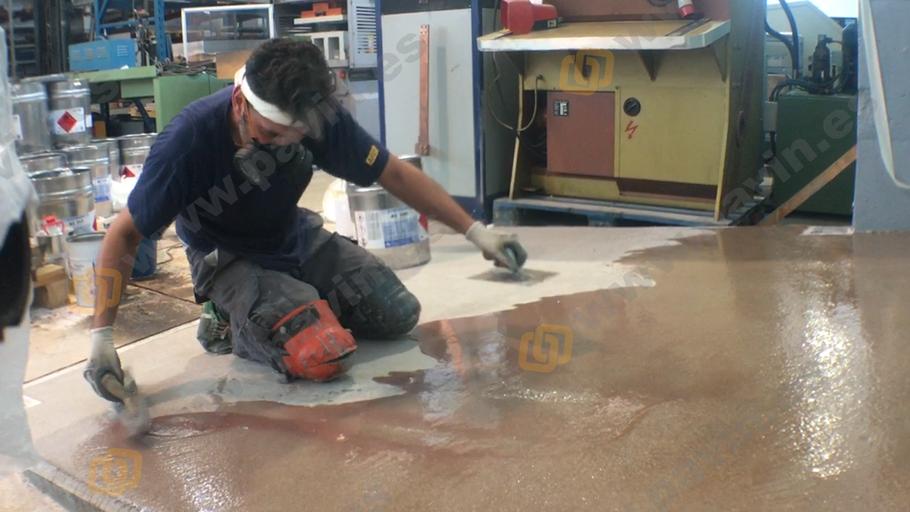 Grupo Pavin aplica suelos de resina con metacrilato para empresas en el sector del metal