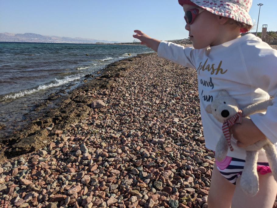 Lieblingsspiel: Steine ins Meer werfen