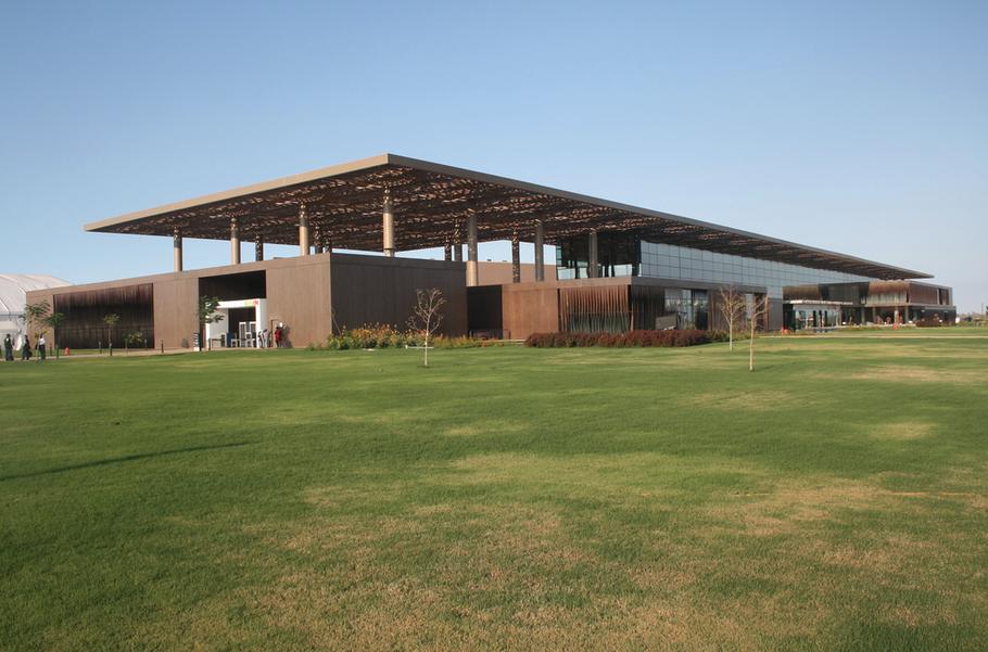 Le Centre International de Conférence Abdou Diouf est l'un des rares bâtiments déjà opérationnels à Diamniadio source: ordredesavocats.sn