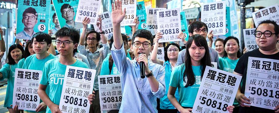 Manifestanti di Demosistō, organizzazione democratica hongkonghese
