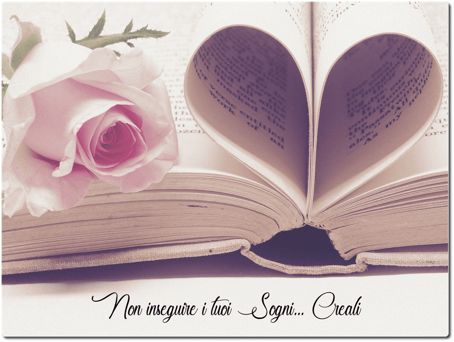 Libro con rosa e pagine a cuore