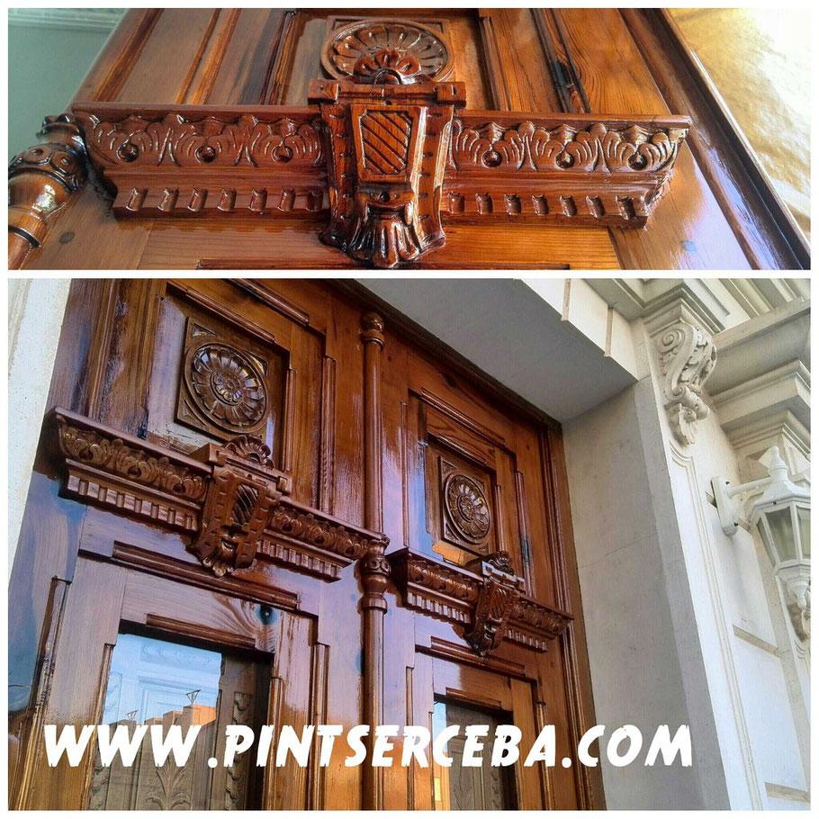 Revive la belleza de tus puertas de madera y ahorra el costo de remplazarlas restaurándolas a su antigua gloria. WWW.PINTSERCEBA.COM