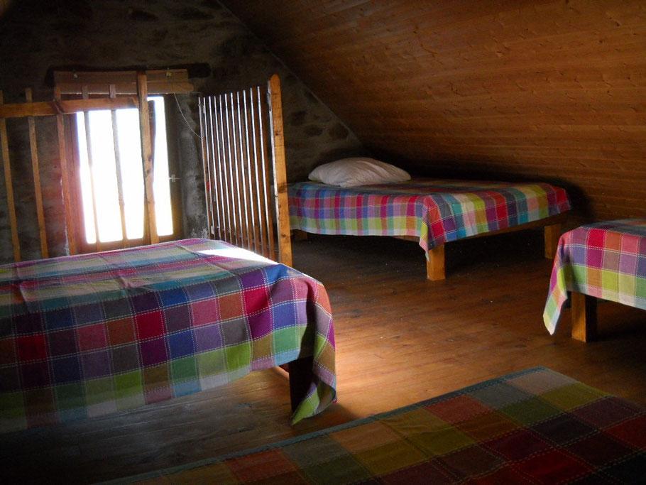 4 couchages sous pente ( lits jumellables pour les couples..!)