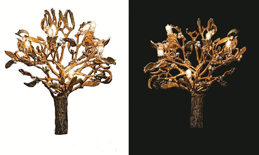 Appliques gui, bronze patiné, perles, ampoules halogènes