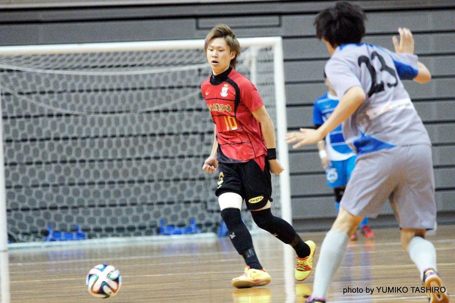 立命館アジア太平洋大学デルフィーノ(APU)の選手として全日本大学フットサル大会に出場、2013年大会・2014年大会と連続で全国3位の好成績を収めている。