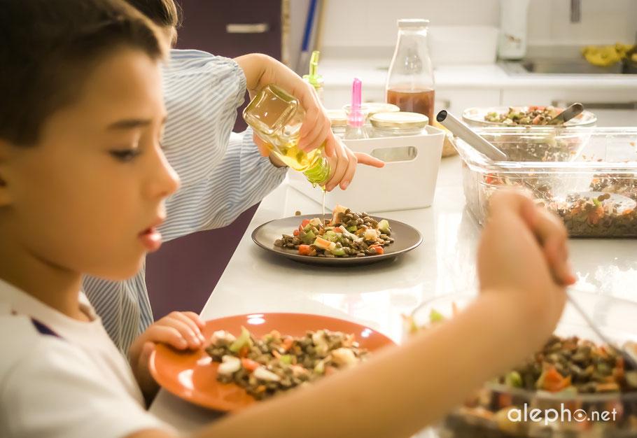 Espacios de cocina y de comedor integrados para favorecer la autosuficiencia de los niños