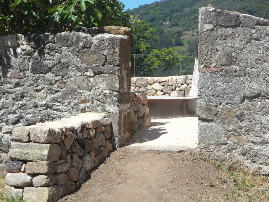 Maison du Parc Naturel Régional des Monts d'Ardèche - Réalisation  Compagnie des pierres Yvan Delahaye