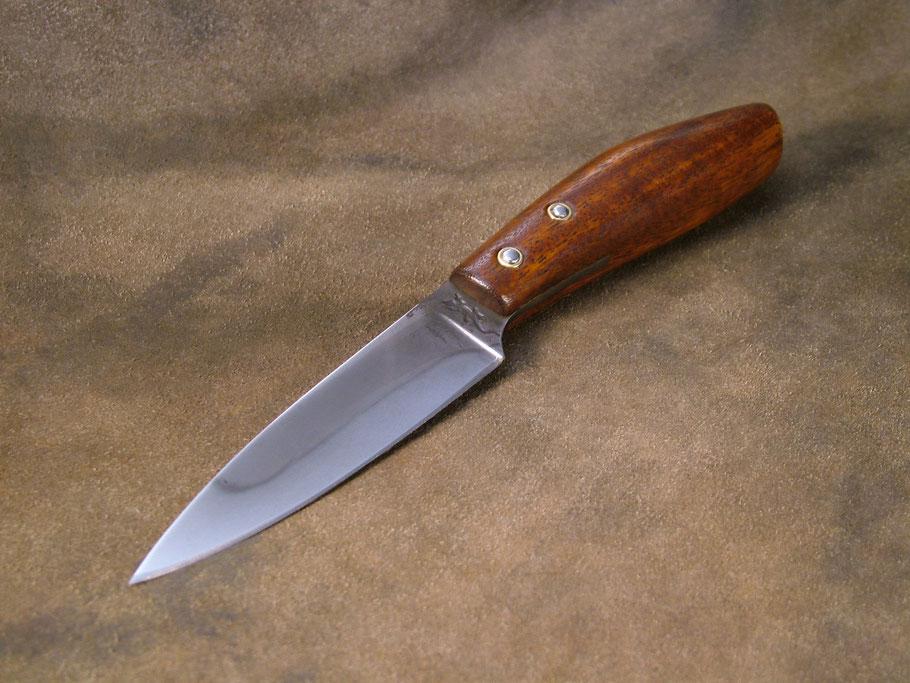 Acier XC75 trempe sélective, manche en bois de balafon.
