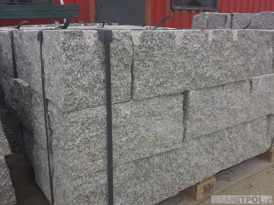 graue granitbl cke natursteine aus polen und schweden. Black Bedroom Furniture Sets. Home Design Ideas