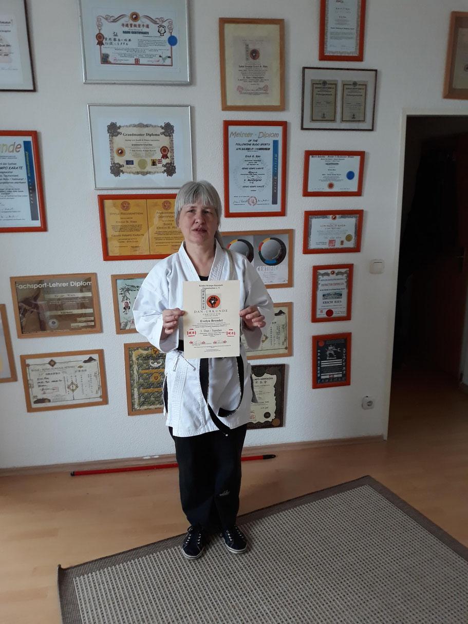 Evelyn Brendel, 3. Dan Kenko Kempo Karate 6. Dan Kung Fu  GM Erich B. Ries