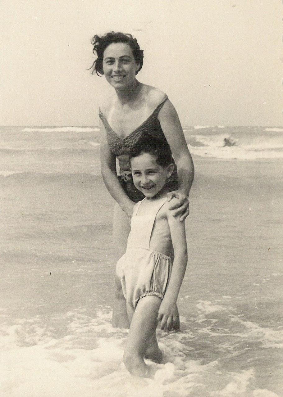 1948 - Viserba - Con mia mamma