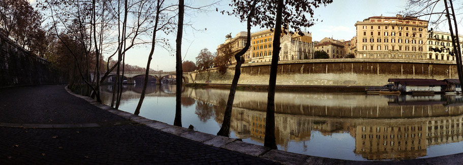 Farbphoto vom Lungo il Tevere in Rom im Panorama-Format