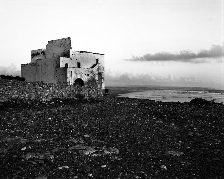 Der Strand von Sidi Kaouki, Marokko als Schwarzweißfoto