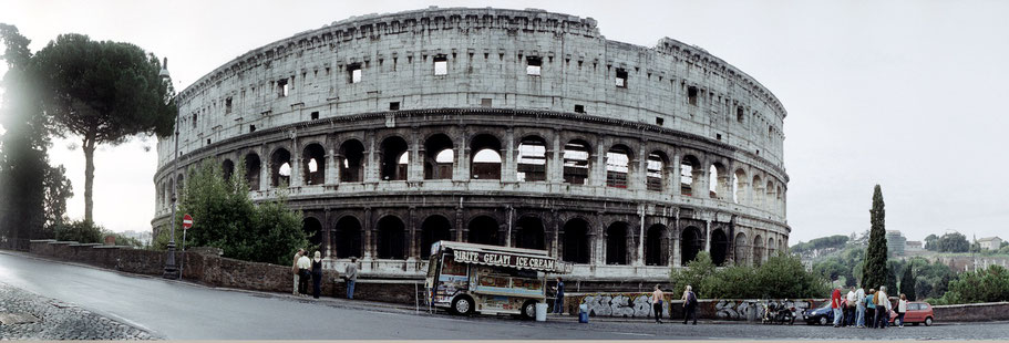 Farbphoto vom Colosseo in Rom im Panorama-Format