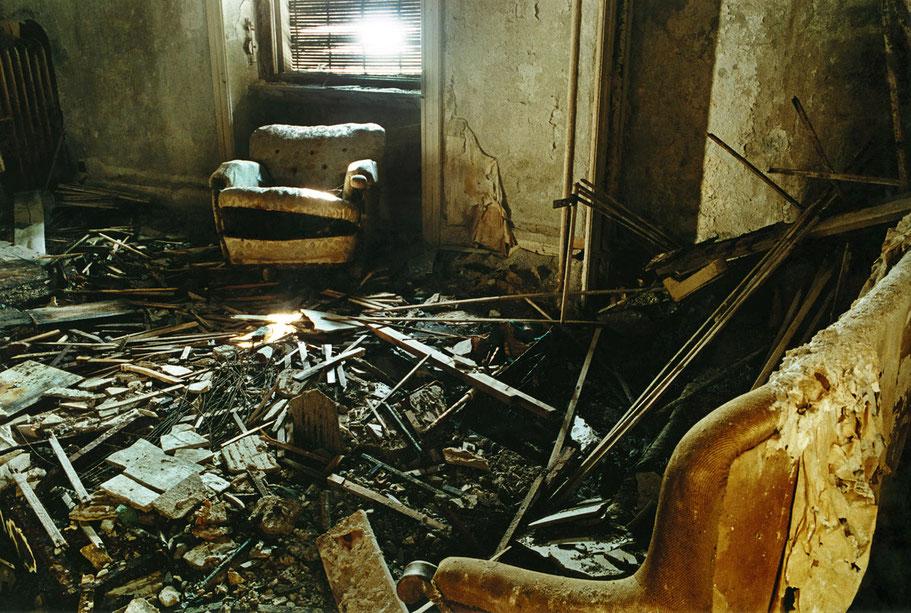 Innenaufnahme des verfallenden Brissago Grand Hotel au Lac in Brissago am Lago Maggiore, Schweiz, als Farbphoto