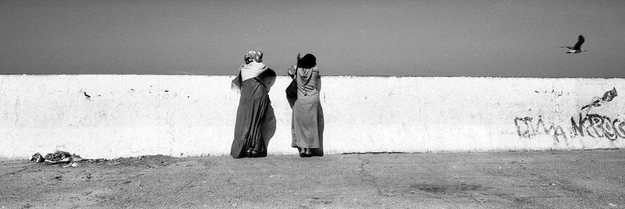 Essaouira Hafen in Marokko in schwarz-weiß als Panorama-Photographie