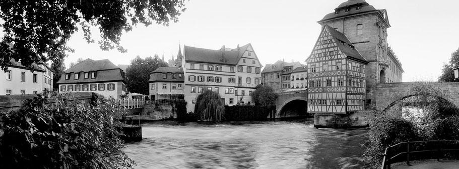 Bamberg Rathaus in schwarz-weiß als Panorama-Photographie