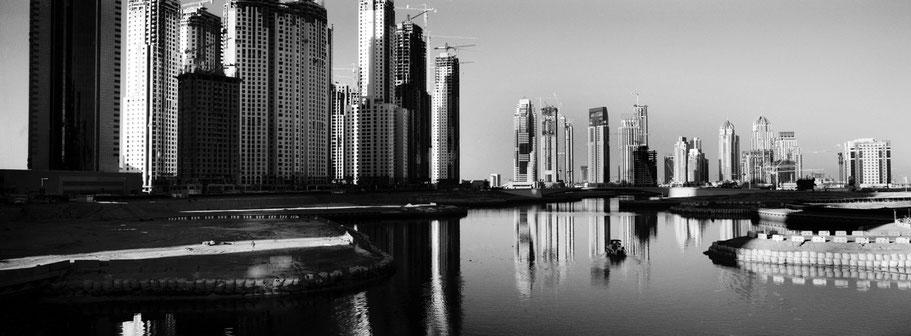 Bau der Wohntürme in Marsa Dubai in Dubai als Panorama-Photographie